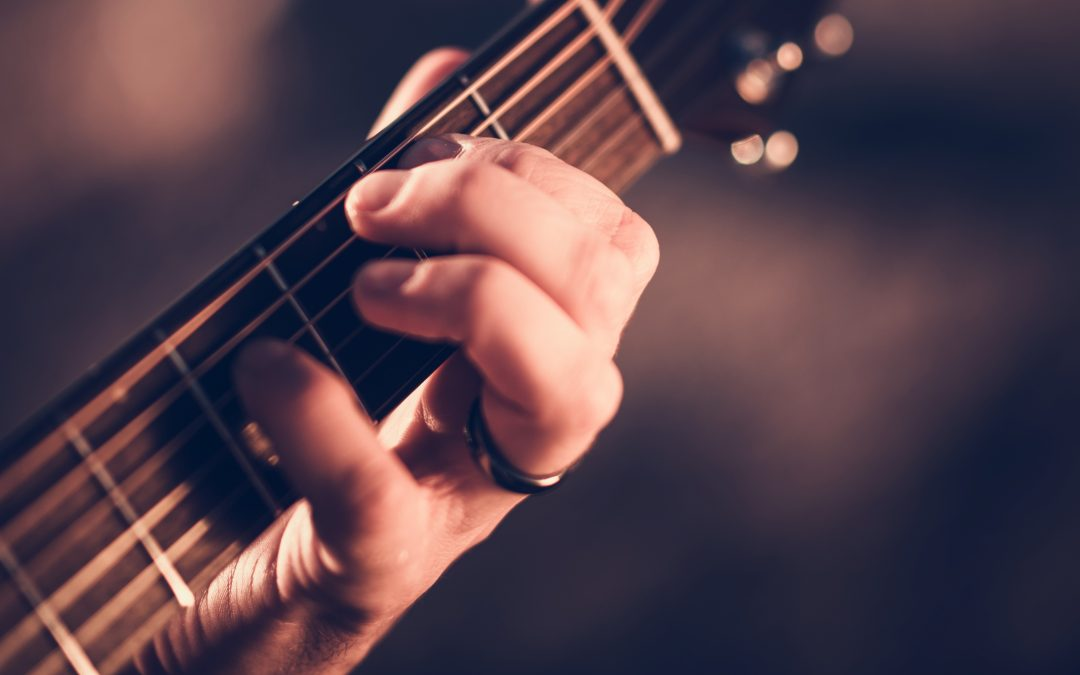8 Best Acoustic Guitar Strings That Every Artist Must Have